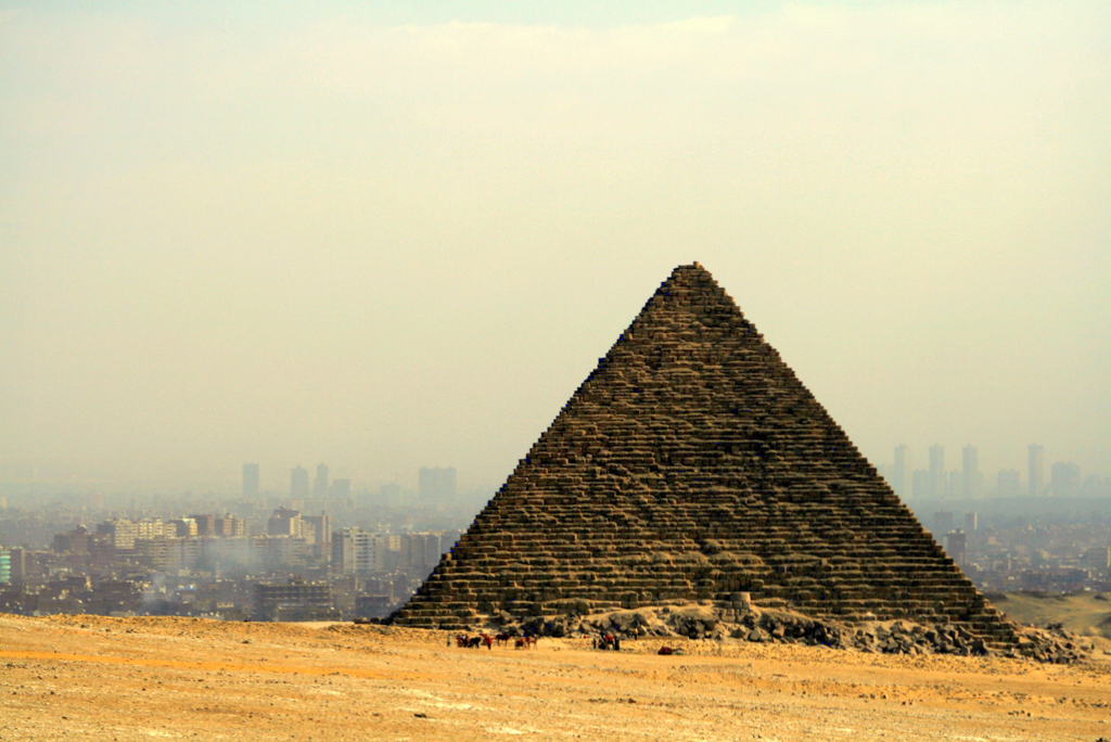 pyramid_of_menkaure_in_front_of_cairo
